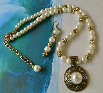 Vintage  pendant  faux    pearls   and  AB  crystals  necklace  earrings