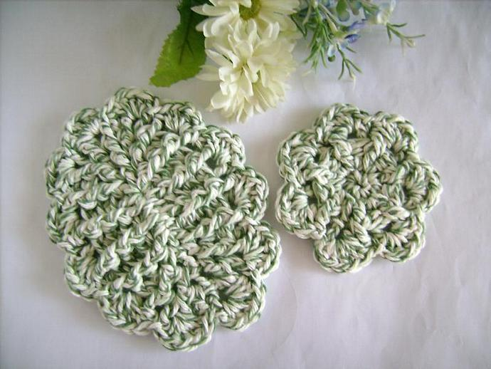 Soap Dish Set Crocheted with Scallops in Green and White