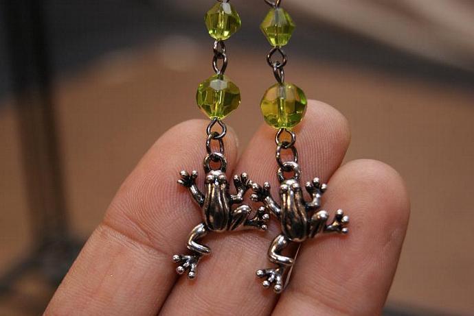 Frog Earrings - Charm Pendant - Peridot Glass Beads