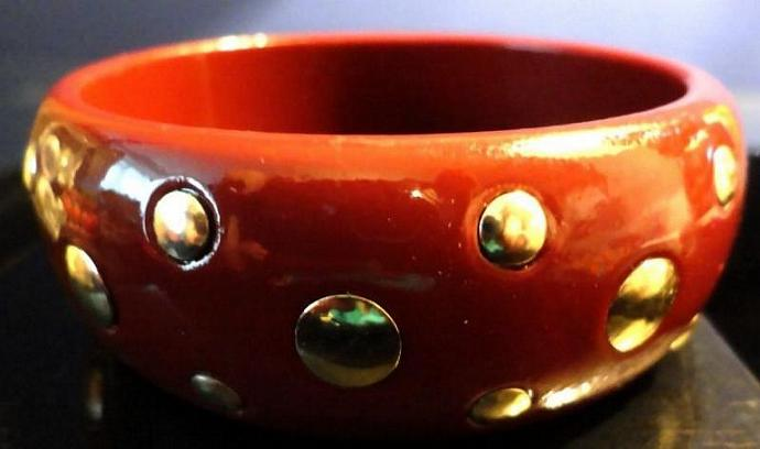 VINTAGE 80s Hot Cocoa Lucite Domed Bangle with Brass flat Studs