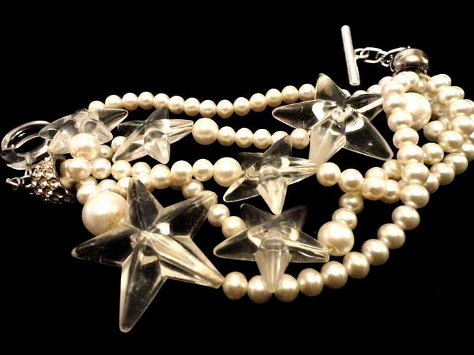 VINTAGE 50s Designer 5 strand pearl bracelet with Lucite stars and toggle