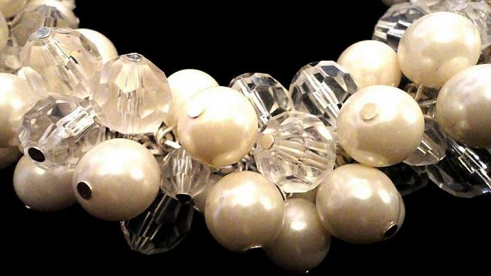 VINTAGE 80s Faceted Lucite cluster and faux pearl Bib Necklace