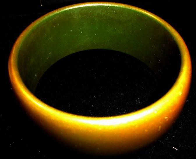 VINTAGE 50s BAKELITE Wide Olive green tapered Dome Bangle bracelet