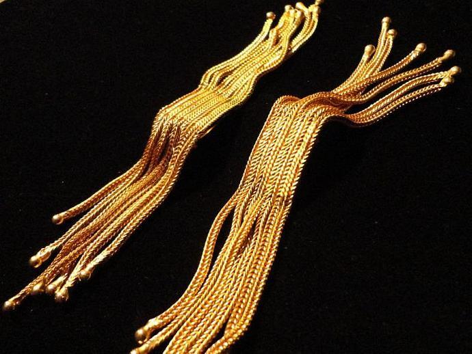 VINTAGE 50s Gold tone Fringe Herringbone Chains clip on earrings