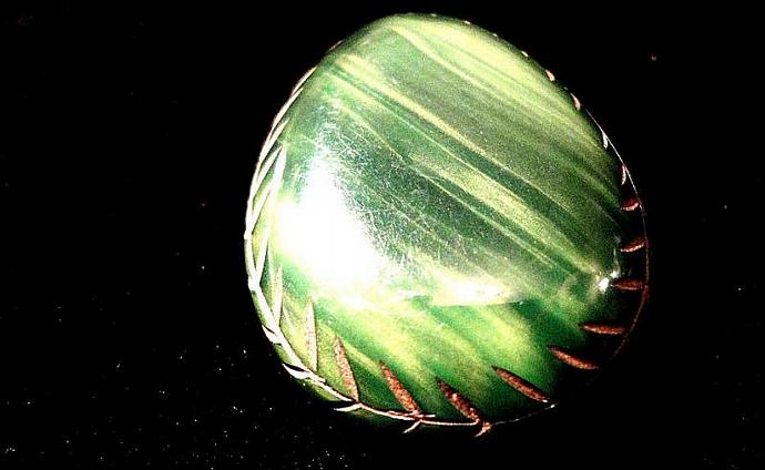 VINTAGE 30s Deep Carved Green Deco Chunky dress clip brooch