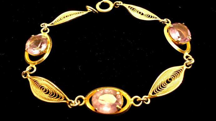 VINTAGE 70s Filigree goldt tone linked bracelet with pink glass stones.