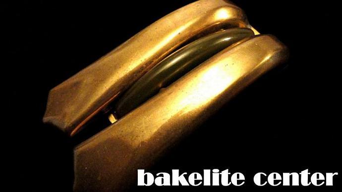 VINTAGE 30s Brass Tone Huge 3 Section dress clip brooch with Bakelite center