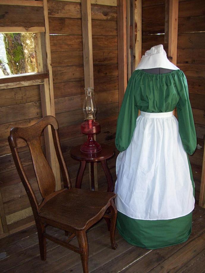 Civil War Colonial Dress Costume bonnet dress apron Prairie Pioneer Renaissance