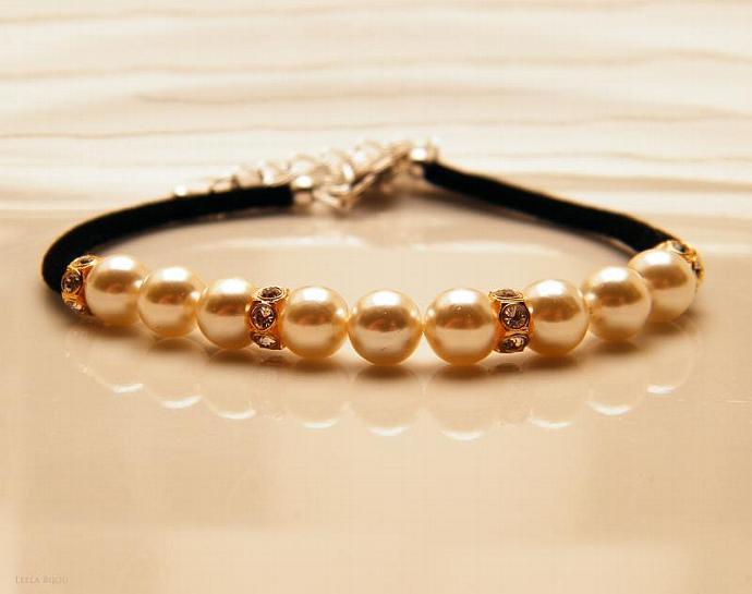 Light Cream Freshwater Pearls Bracelet Swarovski Crystal Black Suede White