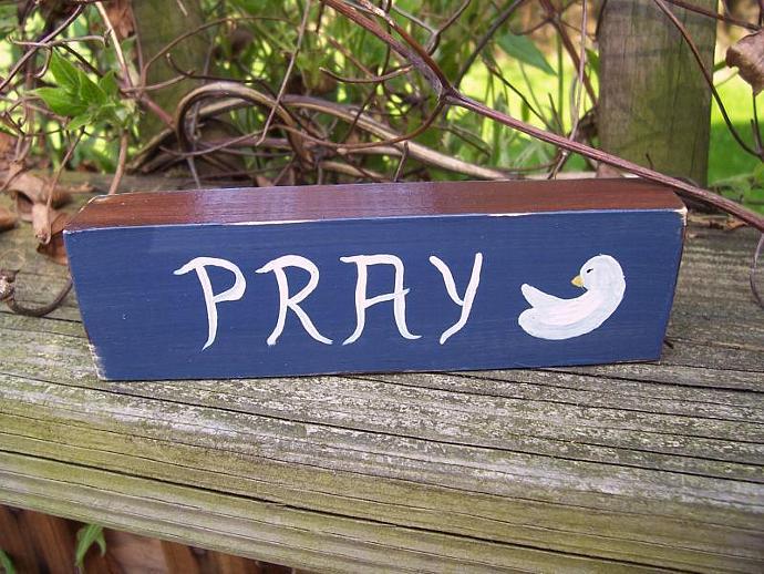 PRAY Shelf Sitter