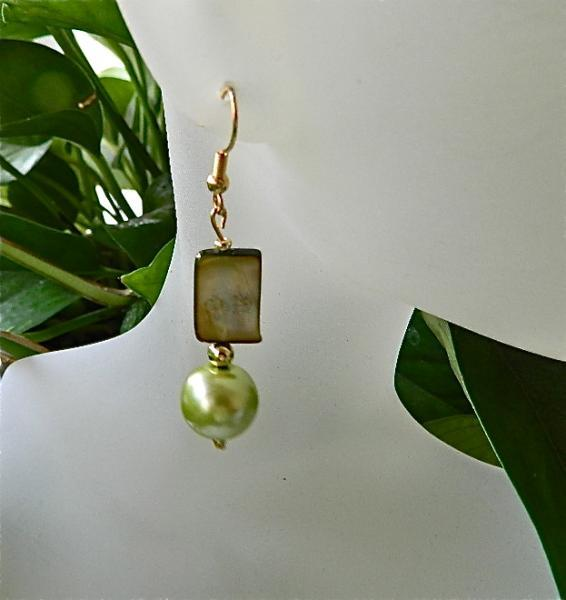 Lime  green  shells   and  faux  pearls  earrings