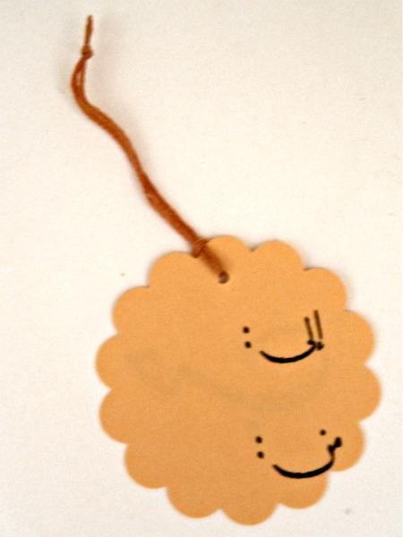 Arabic Love scalloped circle hang tag (orange), set of 6