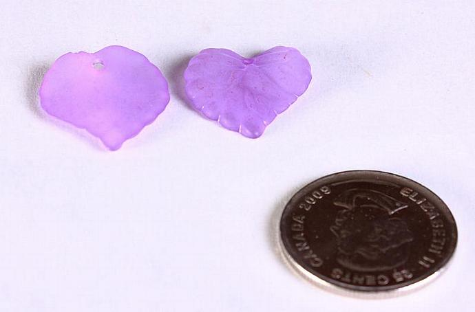 30pc Lucite frosted leaf leaves resin beads purple violet 16mm x 15mm 30 (651)