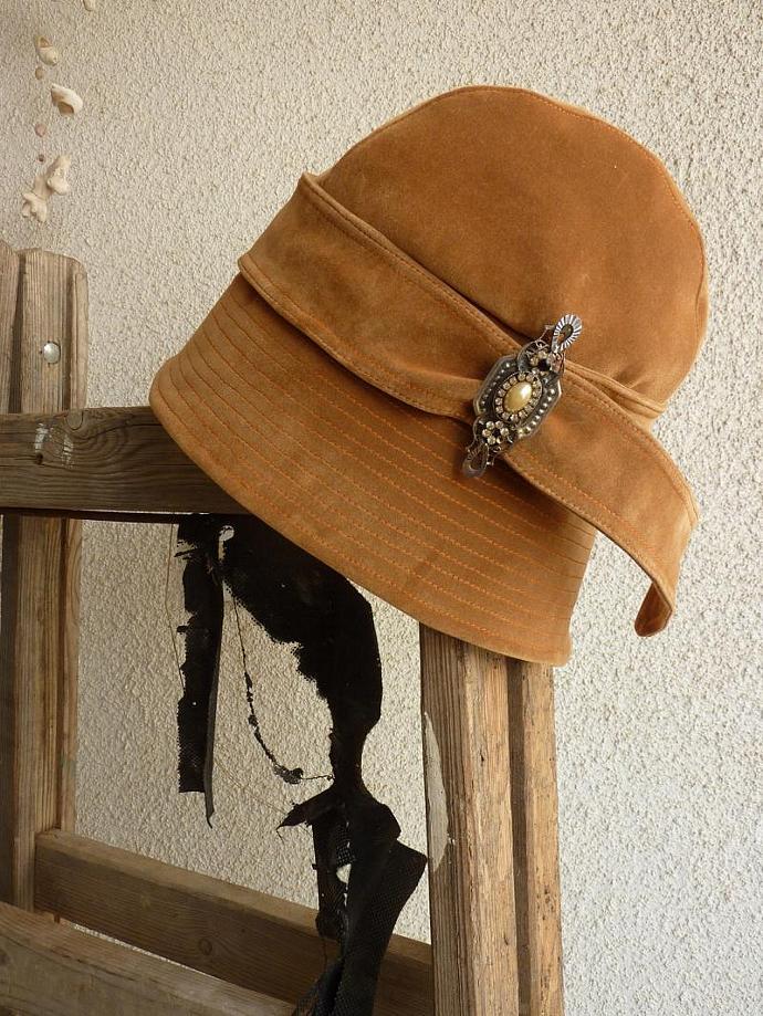1920s inspired Flapper Girl Cloche Hat