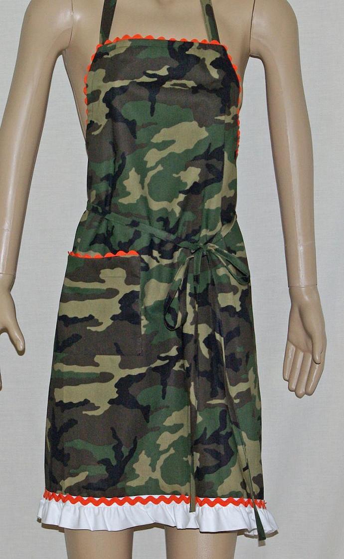 Flirty Camouflage Apron