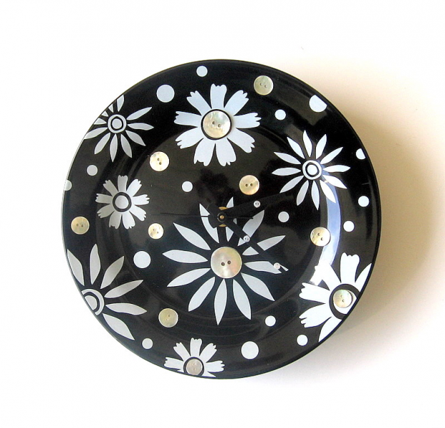 Black and White Floral Clock