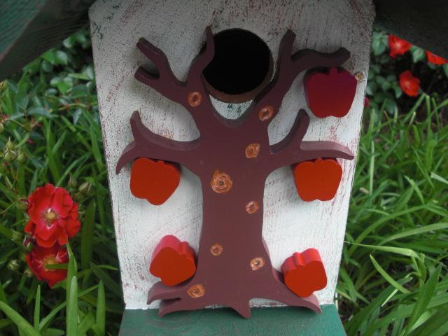 Birdhouse - Apple Tree Birdhouse