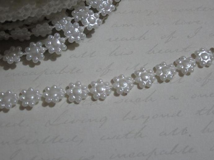 1yd - Mini White Daisy Pearl Trim