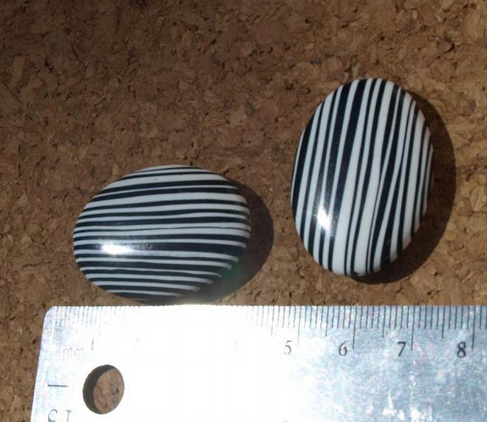 Large Black and White Zebra Striped Beads 10-1661