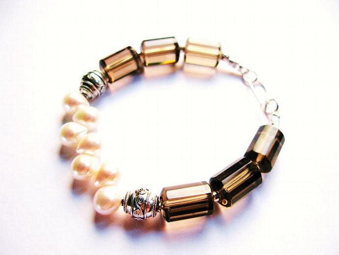 Beautiful and Unusual Smokey Quartz & Dancing Freshwater Pearl Bracelet in