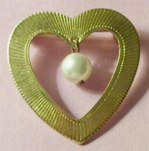 Vintage - Goldtone Heart Pin with Faux Pearl