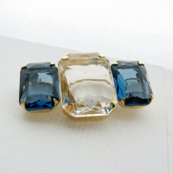 Avon Signed 3-Stone London Topaz Blue and Clear Lucite Brooch Pin Vintage