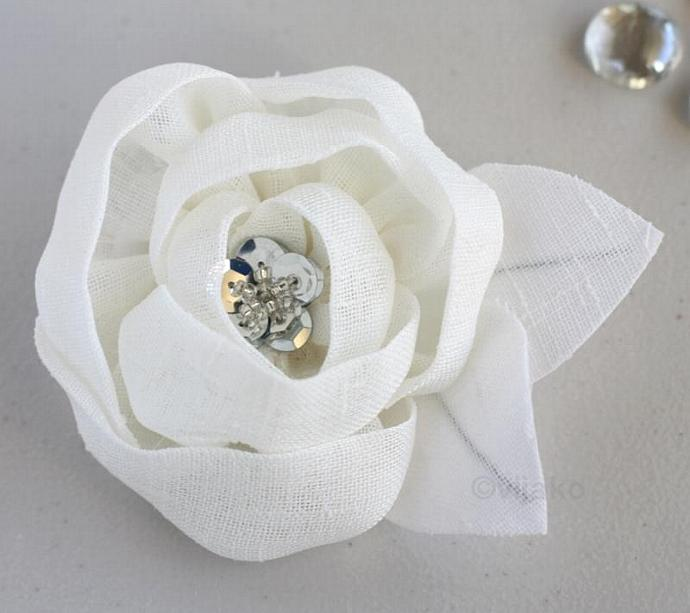 White flower hair clip or brooch