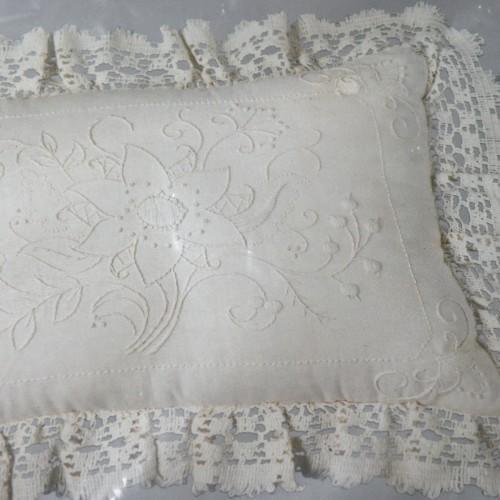 Vintage Candlewicking Floral Etching Needlecraft Pillow Kit