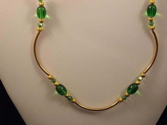 Curvy Green and Gold Necklace