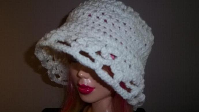 "M/L/XL Cream Cloche With 2"" Scalloped Trim"