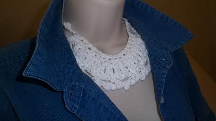 Womens' White Cotton Necklace With Adjustable Straps