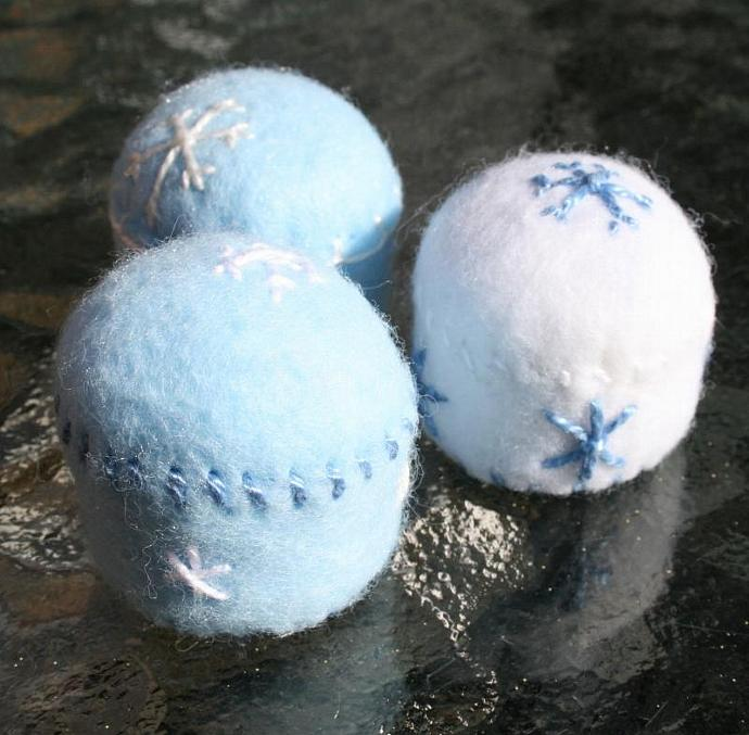 Snow Day - blue - Bottlecap Pincushion