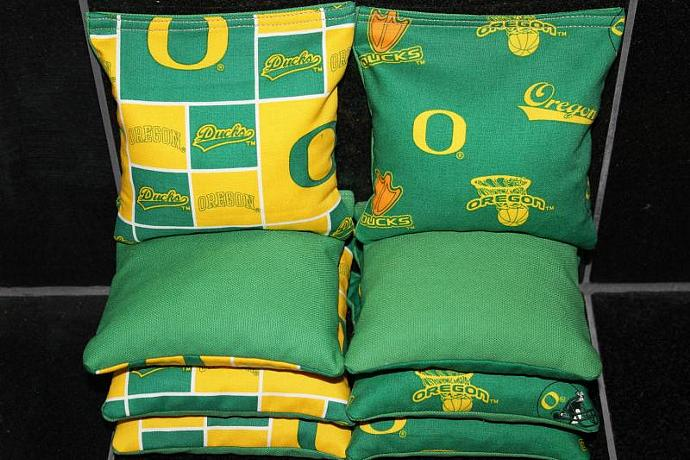 OREGON DUCKS University of Oregon Cornhole Bean Bags 8 ACA Regulation Corn Hole