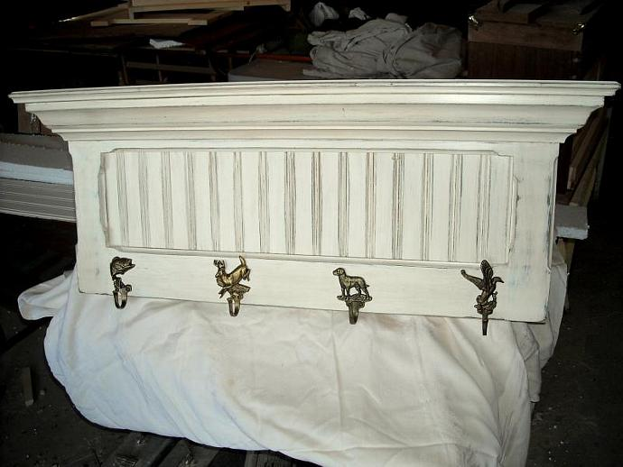 Hallway Coat/Hat Rack in Distressed Cottage white