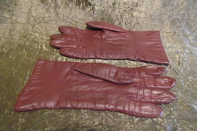 Vintage Burgundy Leather Gloves 1970s Gloves Ladies Medium Large Size 7 1/2