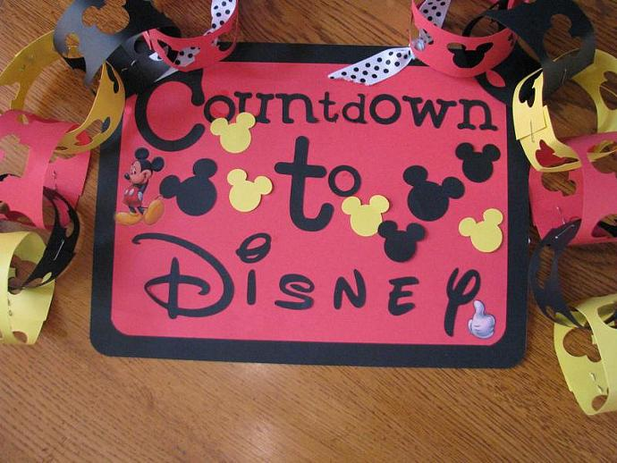 Countdown to Disney Hanger- Includes a chain for kids to take off - remove one