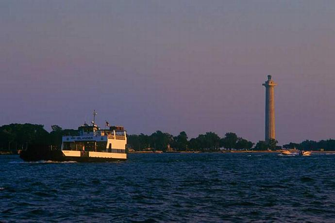 The Islander Ferry Leaving PIB in the Evening