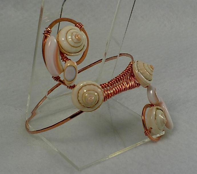 Copper and Shell Bangle - #0148