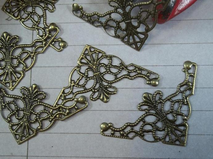 Bronze Filigree Embellishment (Item #807-B)