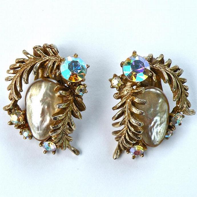 HAR Vintage 1950s Earrings