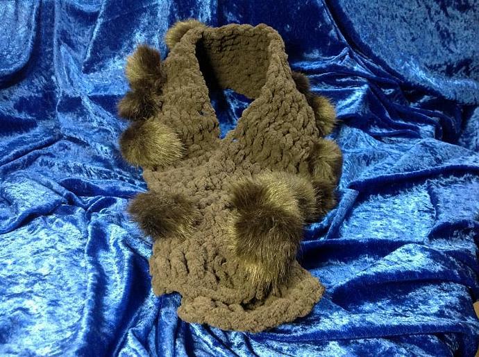BROWN CROCHETED NECK WARMER   900- 003