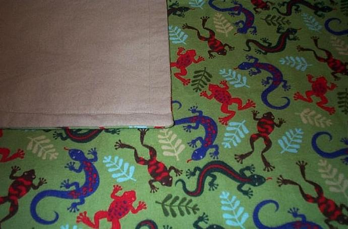 """39"""" x 41"""" cotton flannel blanket with LIZARDS and FROGS.  Beige backing."""