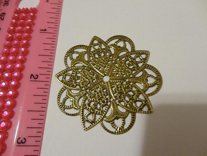 Circle Medallion Flower Filigree