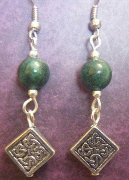 Celtic Knotwork Diamonds with Green Agate