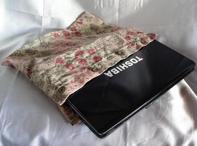 GreenTech  --  Laptop Sleeve from Recycled Shirt in Pink Roses