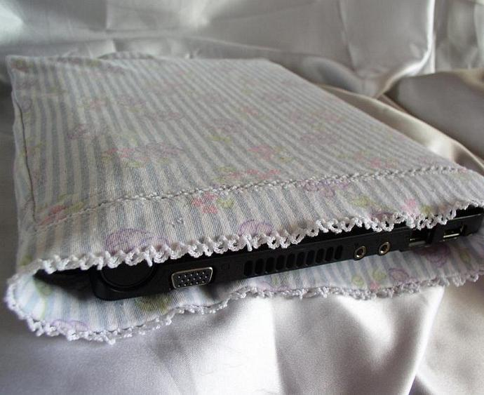 GreenTech -- Netbook Sleeve from Recycled Shirt in Floral Pattern