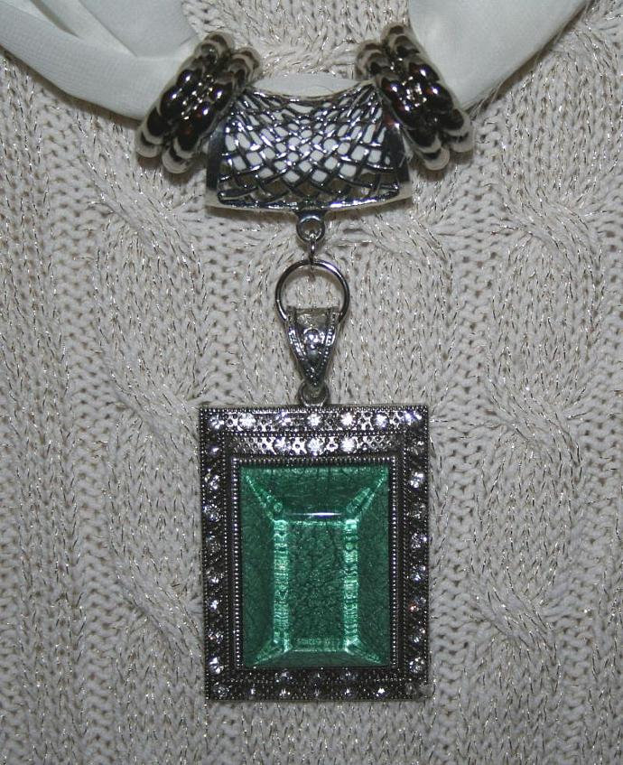 Dramatic Green Resin and Rhinestone Scarf Pendant Jewelry