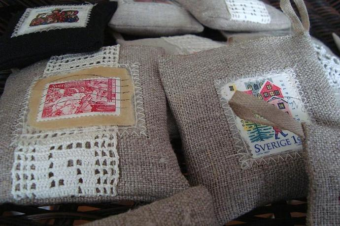Christmas in a bag - Sachet in natural linen filled with organic cardamon pods