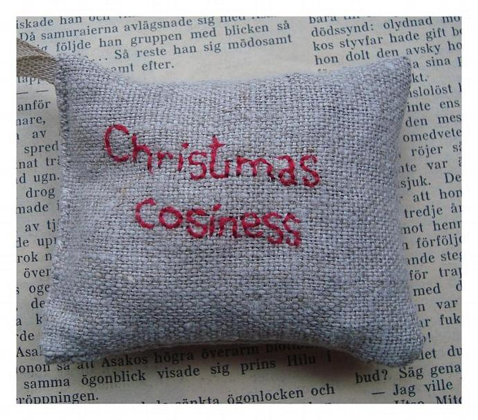 Christmas Cosiness Embroidered sachet filled with cardamom and cloves