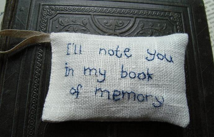 I'll note you in my book of memory Shakespeare - Lavender sachet in linen with